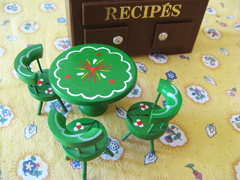 Delightful table and chairs