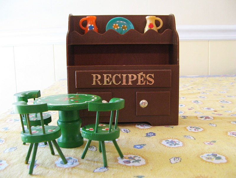 Recipe Hutch with Table and Chairs
