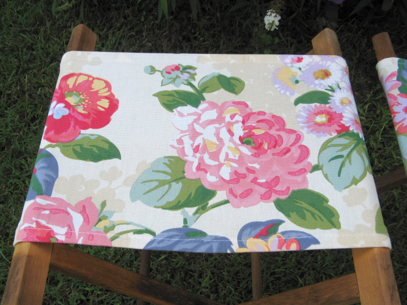 Pretty flowers camp stool
