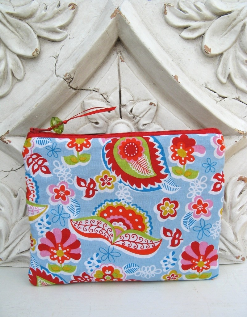 Pretty flowers pouch