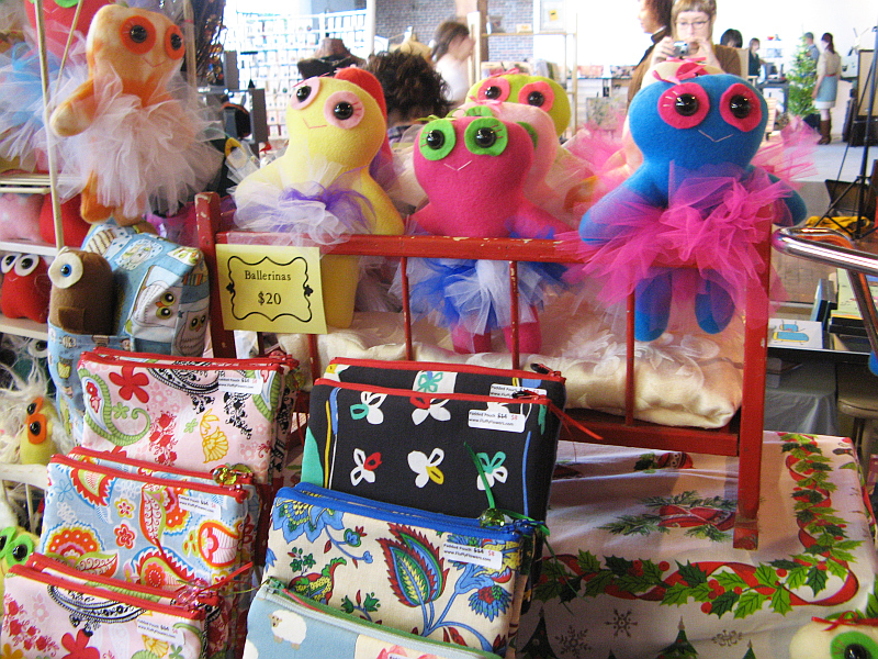 Fluffy Flowers booth ICE 2009 3
