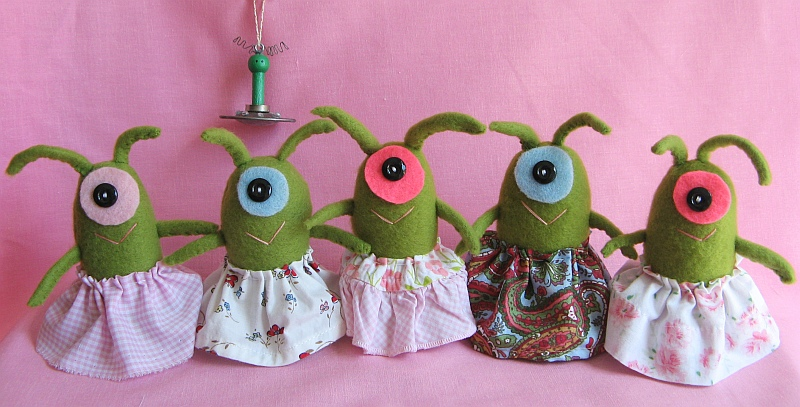Sweet Alien Twirly Girls Group