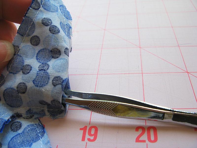Tweeers turning fabric