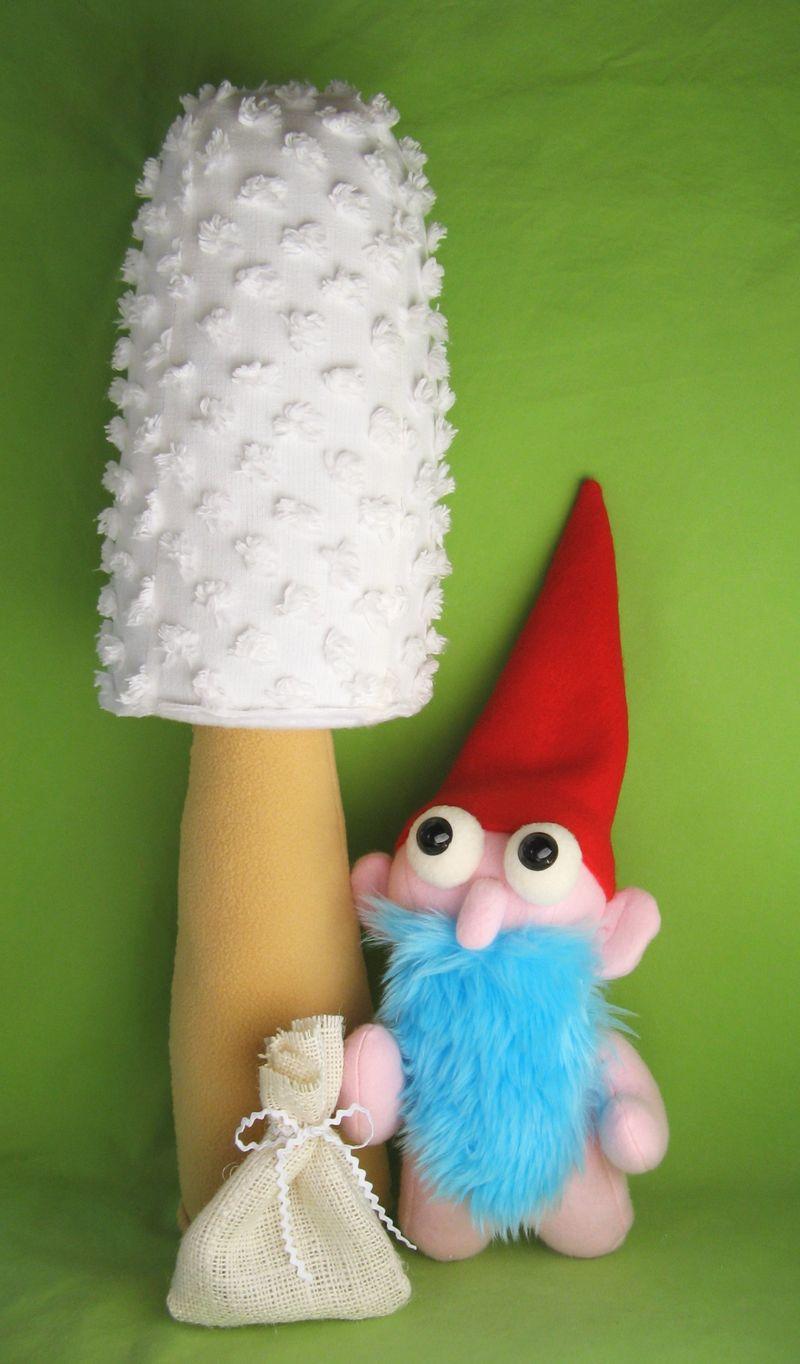 Gnudie Gnome with mushroom and raisin sack