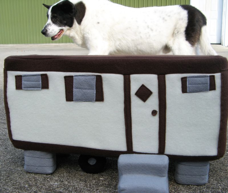 Plush trailer and Lucky the Cowdog