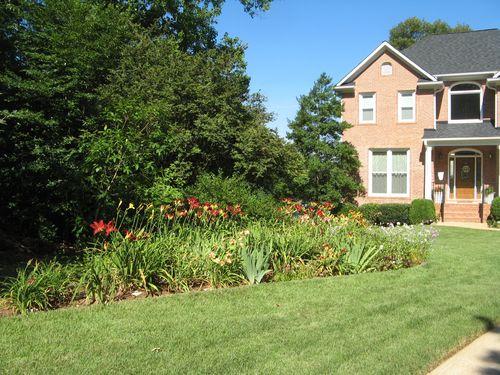 Dow Lake Henry County Georgia Garden Tour 2012 front lawn