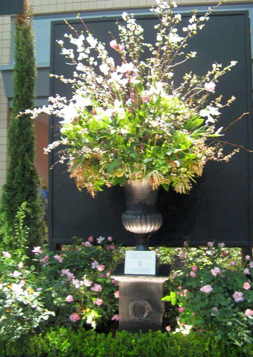 Southeastern Flower Show Atlanta 2013 floral arrangement by Tami Larson