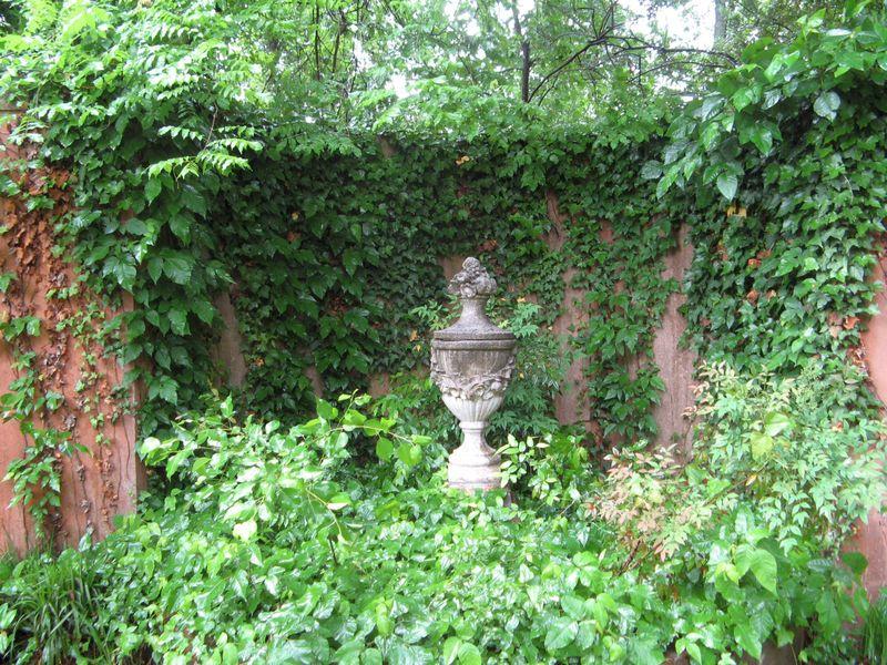 Macon Georgia Garden Tour 2013 niche statue